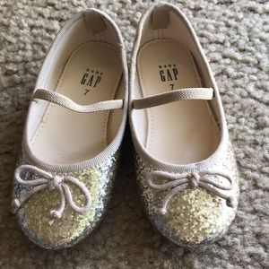 BabyGap Baby Girls gold sparkly dress shoes 7
